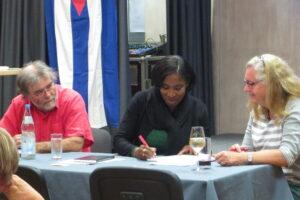 Indira Garcia bei ihrem Vortrag in Stuttgart